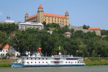 Donau mit Rad und Schiff - Burg Bratislava